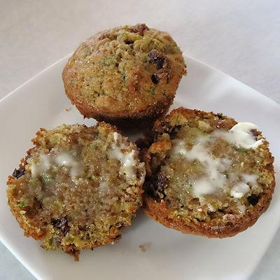 Whole Wheat Zucchini Muffins at oldfatguy.ca